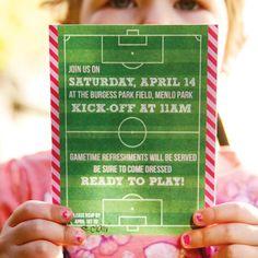 Playful Pink & Orange Girls Soccer Party - Não é lindo, festa de futebol para meninas?