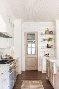 Classic Kitchen, New Kitchen, Kitchen Decor, Kitchen Ideas, Kitchen Designs, Minimal Kitchen, Eclectic Kitchen, Studio Kitchen, Cheap Kitchen