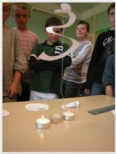 Des expériences ludiques à faire avec vos élèves au nombres de 100! Science Experience, Science Fair, Science For Kids, Activities For Kids, Stem Projects, Fair Projects, Sciences Cycle 3, Teaching Chemistry, Kid Experiments