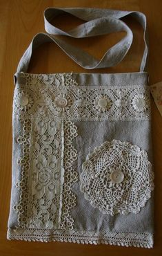 Upcycled linen lace doily tote- great idea of a practical way to use doilies Doilies Crafts, Lace Doilies, Fabric Crafts, Linens And Lace, Denim Bag, Fabric Bags, Sewing Projects For Beginners, Handmade Bags, Handmade Ideas