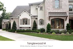 61 Ideas exterior brick house colors layout for 2019 Exterior Paint Schemes, Stucco Exterior, Stucco Homes, Exterior Design, White Wash Brick Exterior, Exterior Houses, Brick Houses, House Exteriors, Brick House Colors