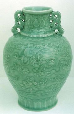 Chinese mark and Period Qianlong vase