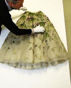 On the first day of spring we do a TB to the visit of the archives of les Musées des Arts Decoratifs Dries visited the… Textiles Techniques, First Day Of Spring, Vintage Dior, Embroidery Fashion, Absolutely Fabulous, Dressmaking, Tie Dye Skirt, High Fashion, 21st