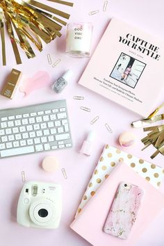 Cute Pink, Pretty In Pink, Pastel Iphone Wallpaper, Iphone Wallpapers, Flat Lay Inspiration, Desktop Design, Foto Blog, Flat Lay Photography, Creative Photography