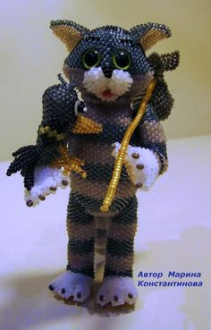 Marina Konstantinova is talented bead artist from Russia, who makes amazing beaded toys and animals.