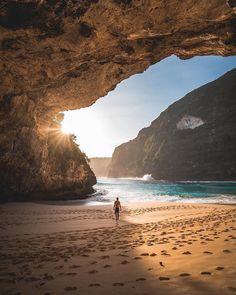 Kelingking Beach, Nusa Penida – Bali, Indonesia is one of the top destinations t… - Travel Photography Voyage Bali, Destination Voyage, Bali Travel Guide, Asia Travel, Vacation Travel, European Travel, Places To Travel, Places To Visit, Hidden Beach