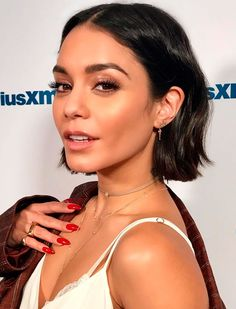 Vanessa Hudgens looks amazing in any haircut Vanessa Hudgens Short Hair, Vanessa Hudgens Style, Vanessa Hudgens Makeup, Hair Inspo, Hair Inspiration, Clavicut, Short Hair Cuts, Short Hair Styles, Love Hair