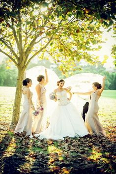 Love this moment of the bride with her bridesmaids! {Dreamlife Photos & Video}