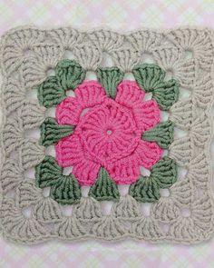 Crochet blanket lace pictures Ideas for 2019 Crochet Square Patterns, Crochet Blocks, Crochet Stitches Patterns, Crochet Squares, Crochet Granny, Crochet Motif, Granny Squares, Crochet Home, Crochet Crafts