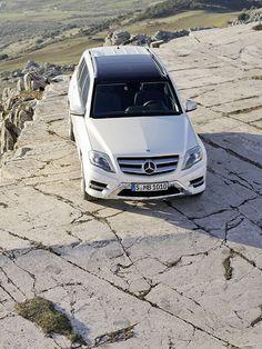 Der Mercedes GLK wurde überarbeitet und an einem G65 wird gerade gebaut. http://www.autorevue.at/aktuell/mercedes-benz-glk-g-klasse-g55-g65-amg.html