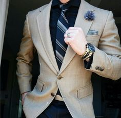 Alright, guys, after we talked a lot about men's outfit , now let's talk about good accessories to complement the way men dress . Mens Designer Blazers, Blazers For Men, Mens Fashion Suits, Mens Suits, Suit Men, Fashion Menswear, Terno Slim, Moda Formal, Style Masculin