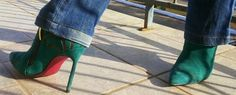 FEMINA - Modéstia e elegância (por Aline Rocha Taddei Brodbeck): Look de ontem: grávida com botinha de salto, lenço de oncinha e jeans!