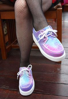 Pastel Grunge Inspired Creepers Shoes with Fishnet Socks - http://ninjacosmico.com/9-fashion-tips-pastel-grunge/