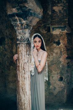 Mallorca romantic couple shoot in arabic ruins, silk dress and fabrics, linen groom attire | A Very Beloved Wedding | A Very Beloved Bloom | Photo: Manuela Kalupar | Elfenkleid #destinationwedding #coupleshoot #silk