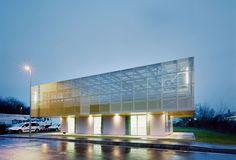 Extensión de una escuela en Coulommiers, París. Enterate más http://arqa.com/arquitectura/carapicuiba-house-in-sao-paulo-brazil.html?utm_content=buffer0d549&utm_medium=social&utm_source=facebook.com&utm_campaign=buffer arquitectura | internacional | architecture