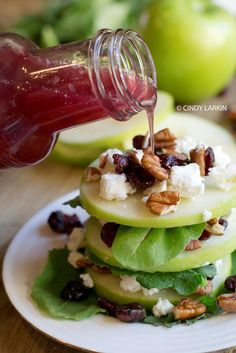 Apple, Goat Cheese and Cranberry Salad. So pretty and delicious! Salad Bar, Soup And Salad, Wedge Salad, Healthy Snacks, Healthy Eating, Healthy Recipes, Cranberry Salad, Good Food, Yummy Food
