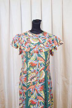 6723a5a0fc5c 1940's Hawaiian Dress // Bright Hawaiian Bird of Paradise Holomuu Dress  Paradise Flowers, 1940s