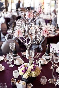 Centerpieces Dry Tree, Diy Centerpieces, Faux Flowers, Wedding Reception Decorations, Hanging Candles, Votive Candles, Rama Seca, Tree Decorations, Guest Book Table