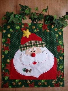patchwork ve noel. Christmas Makes, Noel Christmas, Christmas Goodies, All Things Christmas, Christmas Ornaments, Christmas Projects, Felt Crafts, Holiday Crafts, Christmas Applique