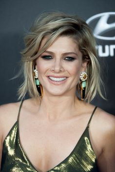 Natalie Bassingthwaighte (September Australian actress, artist and tv personality. Natalie Bassingthwaighte, Bob Hairstyles, Hair And Nails, Short Hair Styles, Hair Color, Singer, September 1, Aussies, Actresses