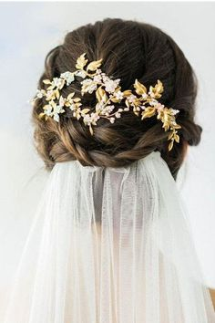 Complete your bridal look with the perfect wedding Veils; Wedding Veils Online, Wedding Veils for Bridal Headpieces, Vintage Inspired Wedding Veils Bridal Veils And Headpieces, Bridal Comb, Headpiece Wedding, Wedding Veils, Bridal Hairdo, Wedding Ceremony, Bridal Hair Updo With Veil, Wedding Bride, Vail Bride