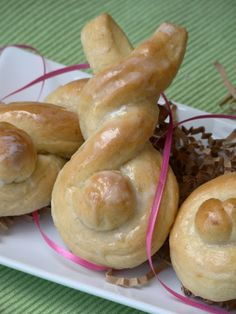 BUNNY ORANGE ROLLS... I bet you could do this with those premade Pillsbury orange rolls and just reshape them....