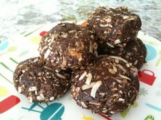 I made these for a healthy chocolate fix tonight. Instead of the carob powder I used vegan carob chips. So good!