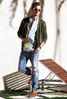 Love the cardigan and distressed cuffed jeans. Men's casual style by Tommy Hilfiger Sharp Dressed Man, Well Dressed Men, Stylish Men, Men Casual, Casual Menswear, Fashion Menswear, Casual Fall, Look 2015, Herren Style