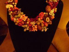 Collana biedermaier con anice, chiodi di garofano, rose e bacche in resina Pagina di PF