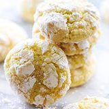These Lemon Crinkle Cookies are perfect for a light, sweet and refreshing flavor. They are made from scratch and are so soft and delicious! This will become and instant new favorite! (Direct link in profile) #chefintraining #chefintrainingblog #buzzfeedfood #huffposttaste #dessert #cookies #lemon
