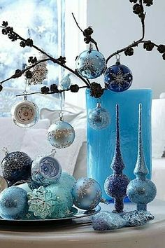 new years tablescape decoration in blue white silver