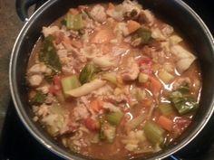 Chicken vegetable noodle soup for the soul Zucchini, squash, celery, carrots, onions, garlic, sweet potato, cabbage, tomatoes, mushrooms,tomato sauce, salt, pepper, cilantro, chicken.  Caldito de pollo, un poco de fideo y verduras para el alma . Calabacín, calabaza, apio, zanahorias, cebollas, ajo, camote, col, tomate, salsa de tomate, la sal, la pimienta, el cilantro, el pollo