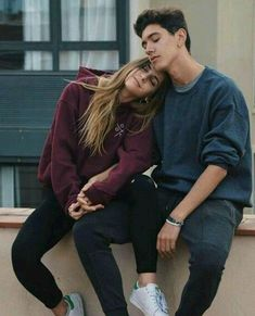 Cute And Romantic Relationship Goals For Teenagers You Dream To Have - YoGoodLife Photo Poses For Couples, Couple Photoshoot Poses, Cute Couples Goals, Couple Posing, Couple Goals, Boy Best Friend Pictures, Boy And Girl Best Friends, Friend Photos, Wedding Couple Poses Photography