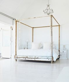 CJWHO ™ (White Wood Canopy Bed by VTwonen)