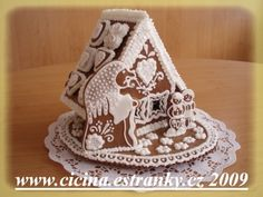 perníková chaloupka - Gingerbread house--w the original them of the witch and the children..eek!