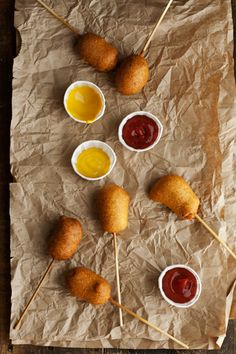 Corn Dog Pops: A fun party snack. You know I love corn dogs! Movie Night Snacks, Movie Nights, Tapas, Appetizer Recipes, Appetizers, Corn Dogs, Party Snacks, Food For Thought, Food Inspiration