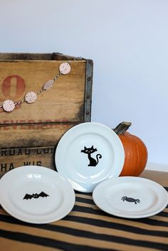 DIY Halloween Plates