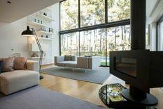 diseño de salón moderno con chimenea