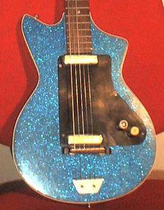 Meazzi 61-63 - Fetishguitars.com Bass Guitars, Electric Guitars, Homemade Musical Instruments, Music Instruments, Cigar Box Guitar, Guitar Design, Vintage Guitars, Toot, Cool Guitar
