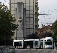 Lyon (T2 / A la gloire du service de santé)