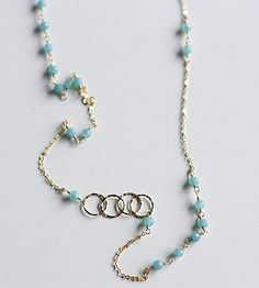 aquamarine necklace - Simple but elegant.  Think I will have to try this.  Maybe with my tiger eye.