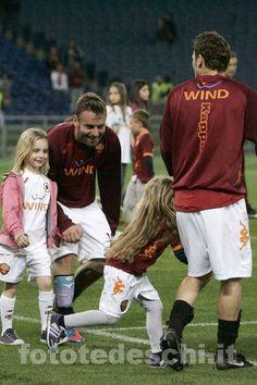 Totti e De Rossi con le figlie