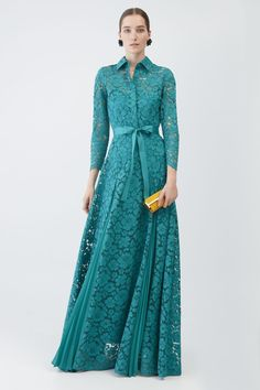 Carolina Herrera // Lace dress with pleated godets Muslim Fashion, Modest Fashion, Hijab Fashion, Fashion Dresses, Carolina Herrera Dresses, Hijab Stile, Dress Brokat, Muslim Dress, Party Dresses For Women
