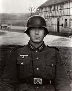 "German photographer August Sander iconic portrait of a German soldier. Sander once remarked, ""I never made a person look bad. The portrait is your mirror. August Sander, Documentary Photographers, Great Photographers, Portrait Photographers, Fukushima, Hiroshima, Historia Universal, Diane Arbus, The Third Reich"