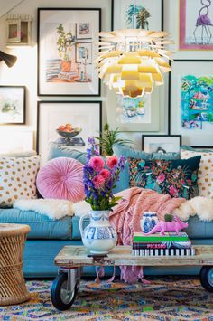 Potential couch color unless would rather get color from accent pillows. Also, love the pitcher/vase Eclectic Design, Eclectic Decor, Interior Design, Boho Living Room, Living Room Decor, Room Colors, House Colors, Estilo Kitsch, Deco Cool