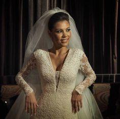 Vestido sob medida para noiva e mãe da noiva - Ateliê Esther Bauman/Acquastudio São Paulo/SP  Veja mais em: http://www.estherbaumanblog.com.br/2016/02/vestido-de-noiva-tatiana.html