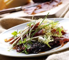 Rookvlees met rode sla en oude kaas Catering, Om, Beef, Catering Business, Ox, Food Court, Steak