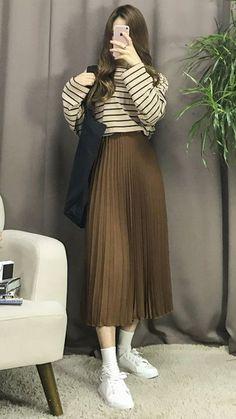 Korean Fashion – How to Dress up Korean Style – Designer Fashion Tips Korean Fashion Trends, Korean Street Fashion, Spring Fashion Trends, Korea Fashion, Asian Fashion, Modest Outfits, Modest Fashion, Chic Outfits, Fashion Outfits