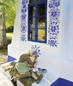 おとぎの国みたい… 90歳のおばあちゃんが絵筆で村を変える。
