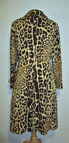 How wicked is this vintage trench from etsy shop retrotrend? Meeeeow!